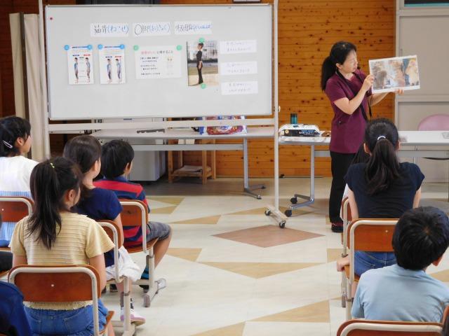 地元小学校の4年生の「姿勢と食事」の特別授業に今年も行かせてもらいました。